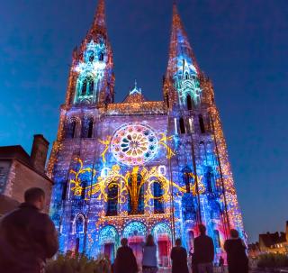 Cathédrale-Chartres-en-lumières-Photo-Cité-Patrimoine---Office-de-Tourisme-de-Chartres-light_s